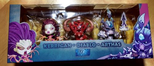 blizzcon-2013-exclusive-cute-but-deadly-kerrigan-diablo-arthas-figures