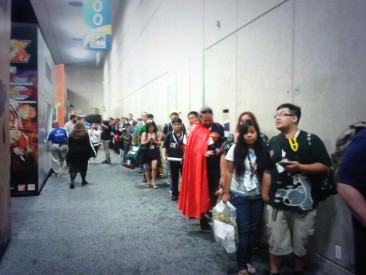 sdcc-2013-lyndsi-legendary-epic-quest-row-of-fans-1